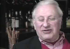 [Studs Terkel at the Wells-Grand talking about Thanksgiving 1933 and prohibition repeal]